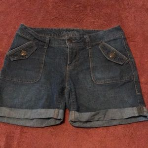 Blue Jean hem rolled shorts